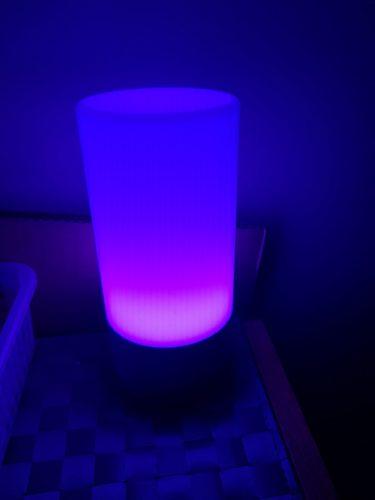 lampe aukey en cours de changement de couleur