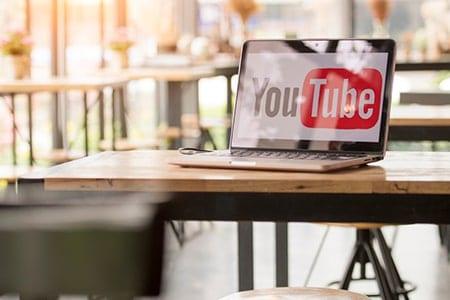 YouTube, YouTubeuse, Réseaux sociaux, internet, le carnet de calli