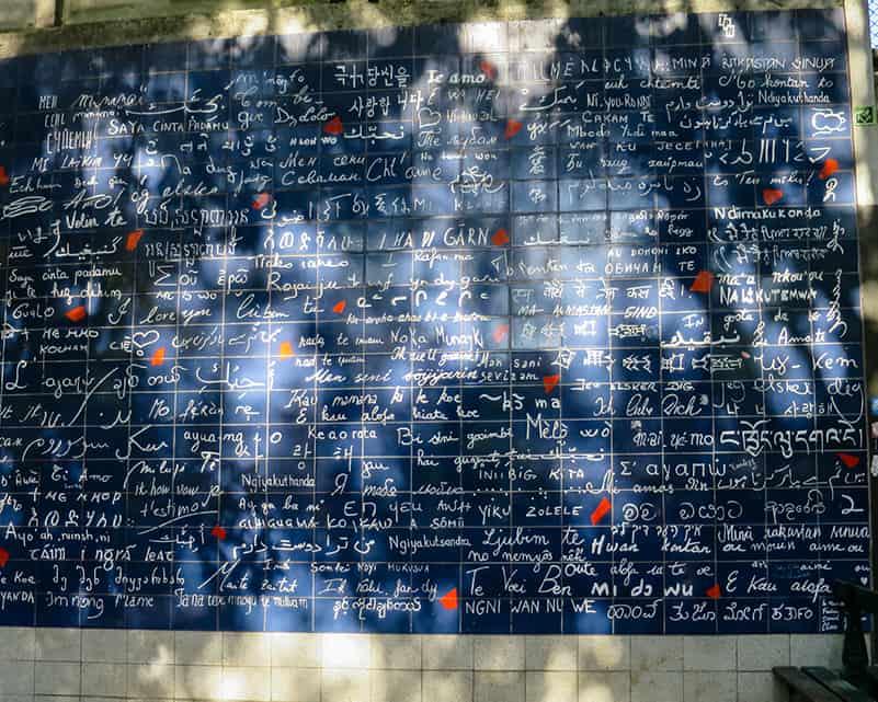 Mur des je t'aime à Paris au métro Abesses