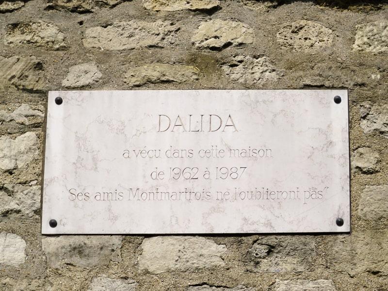 Plaque devant la maison de Dalida